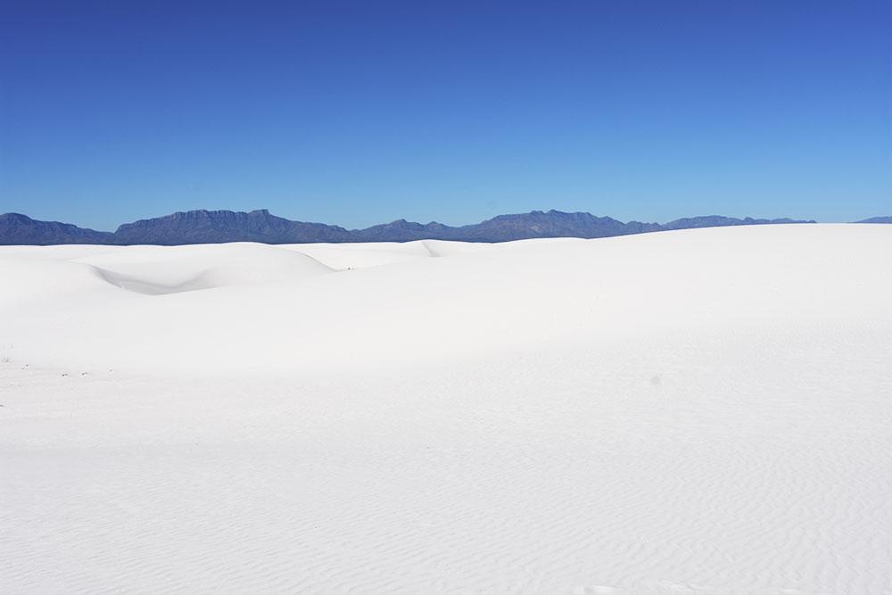 360度に広がる真っ白な世界<br/>ホワイトサンズ国立モニュメント
