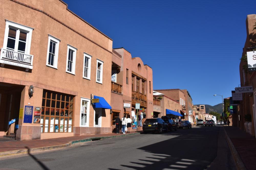 多文化が融合した古い町並みが広がる、サンタフェ探訪
