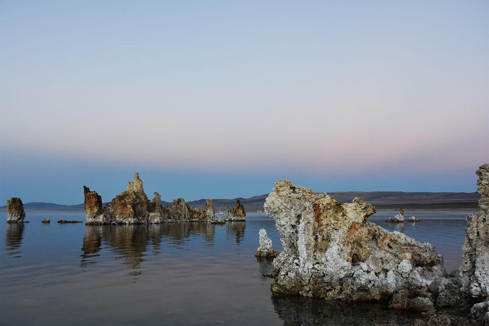 塩の柱がそびえる不思議な塩湖「モノ湖」