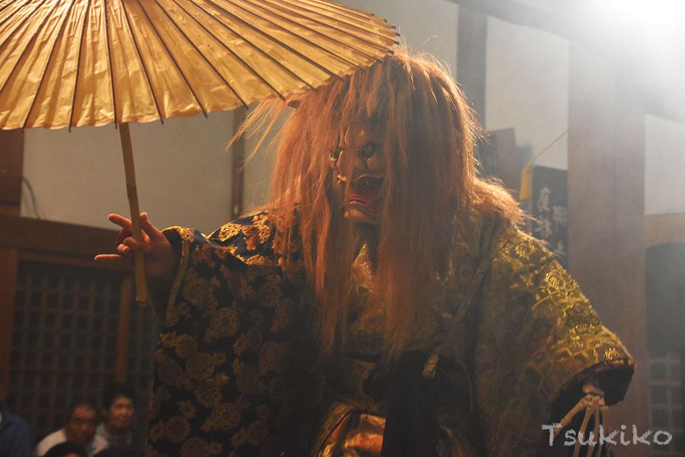 島根県の石見地方に伝わる勇壮な伝統芸能・石見神楽
