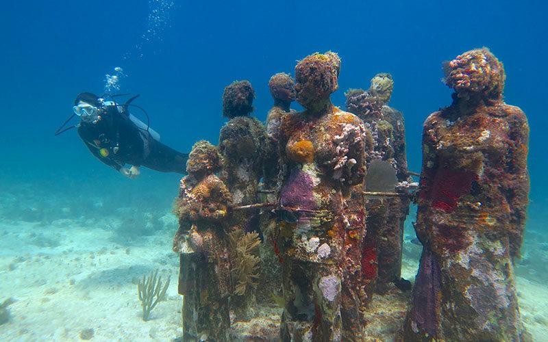 カンクンでダイビング −海底美術館「MUSA」がおもしろい!