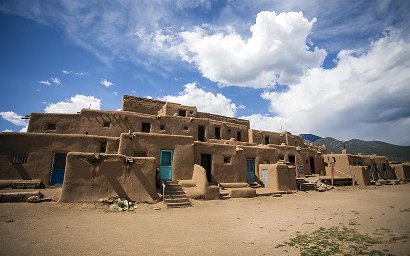 アメリカ先住民の村 ニューメキシコ州タオス・プエブロへ